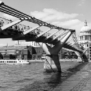 014_ArcUk.2961BW-Millenium-Bridge,-London