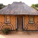 025_CZmA.8962-African-Painted-House