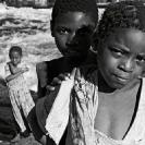 008_PZmL.7098BW-Girls-Luapula-River-N-Zambia