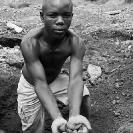 004_PZmC.0101BW-Scavenging-Lead-Kabwe-Zambia