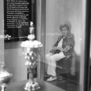 028_UFr.4875BW-Woman-in-Museum-Paris-