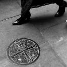 007_UArUk.4991BW-Street-Art-Roundel-Scissors-&-Buttons-London