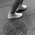 008_UArUk.4994VBW-Street-Art-Roundel-Scissors-&-Buttons-London