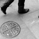 009_UArUk.5000BW-Street-Art-Roundel-Scissors-&-Buttons-London