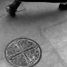 010_UArUk.5002VBW-Street-Art-Roundel-Scissors-&-Buttons-London